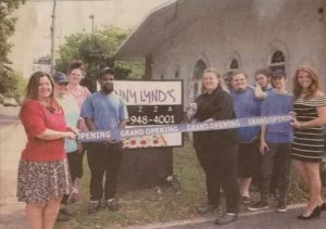 Jenny Lynd's Pizza cuts the ribbon on grand opening day